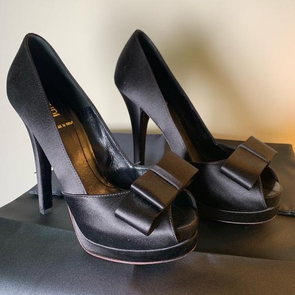 c9b00de6 Fendi Black Silk Bow Peep Toe Heel Platforms